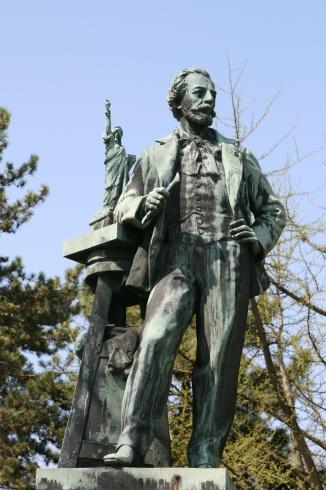 public-mater-statue-01