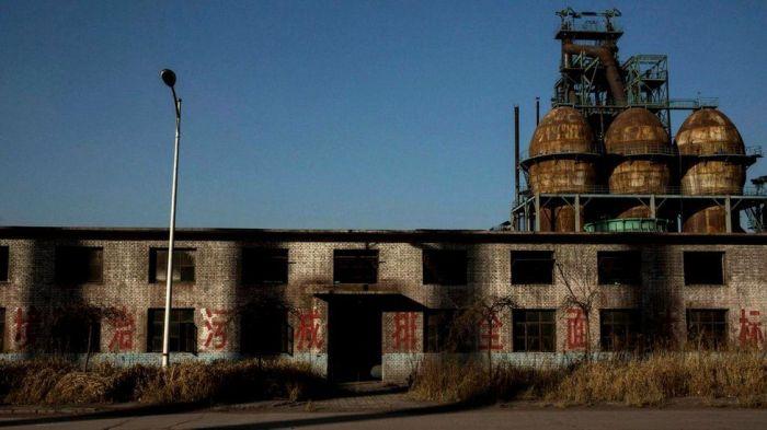 Сегодня многие государственные сталелитейные заводы закрылись и пустуют