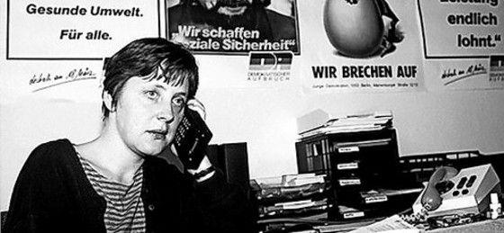 Комсомолка Меркель в своем офисе в Бюро пропаганды и агитации