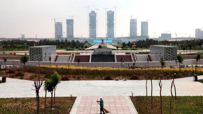Китайский город-призрак: пустые жилые кварталы, пустые торговые центры, пустынные площади и парки