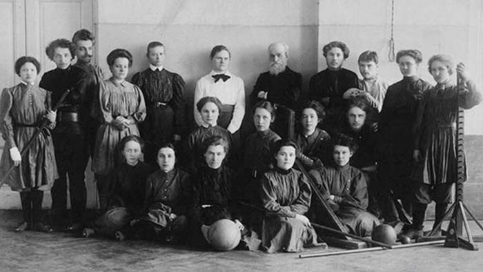Пётр Францевич Лесгафт с учениками
