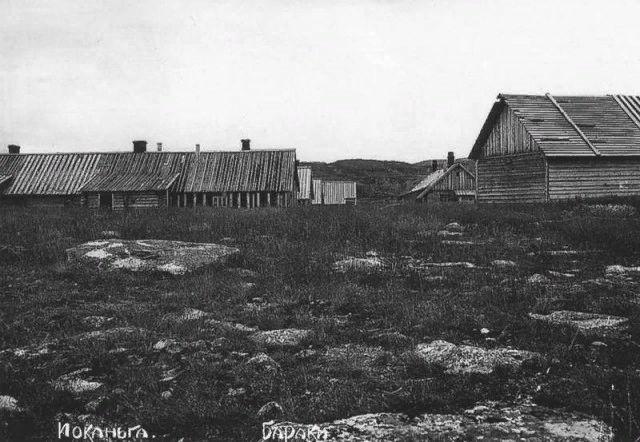 Лагерные бараки в концлагере на о.Мудьюг