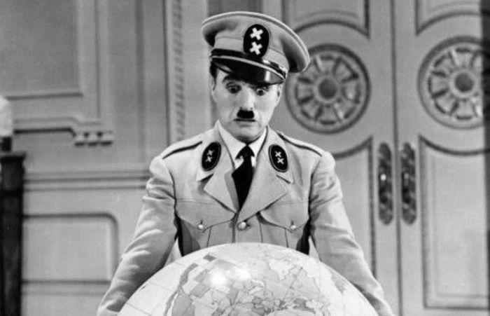 Чарли Чаплин в роли «диктатора»
