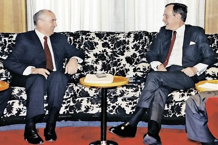 Дж. Буш-младший и М.С. Горбачёв во время саммита на Мальте