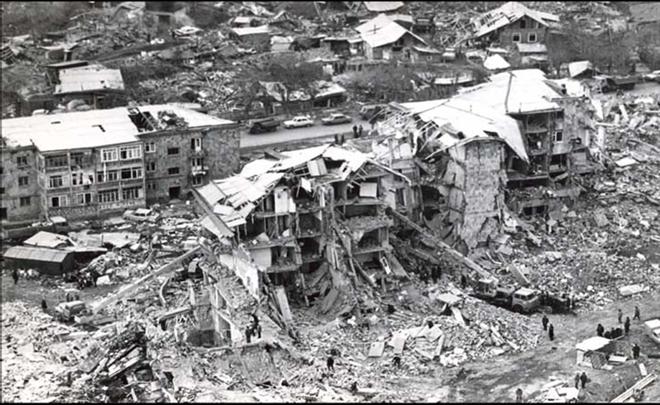 Последствия землетрясения в г. Спитак